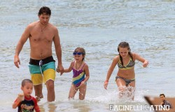 3 Septiembre - Peter Facinelli se lo pasa en grande con sus hijas en Hawaii  9ccd80208703474