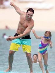 3 Septiembre - Peter Facinelli se lo pasa en grande con sus hijas en Hawaii  D1d5b7208702833